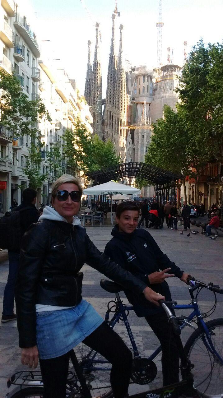 2017-04-21 - turisti alla Sagrada Familia con mamma e papi - 01jpg